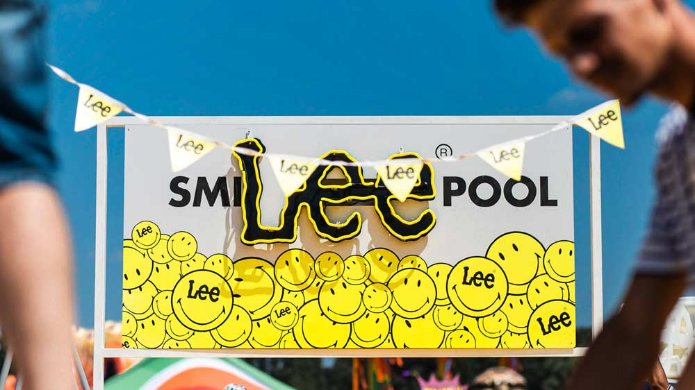 Smiley & Lee Jeans team up with Elrow Town Festival